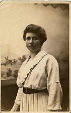 Jeune femme studio photo photographe -  photo ancienne an. 1920 30