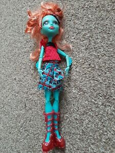 Monster High Doll Lorna McNessie Monster Exchange - Fins Tail Hat