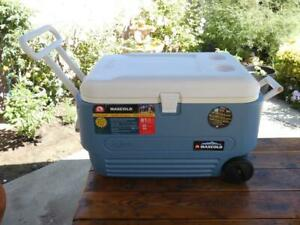 Igloo Maxcold 5 Day Cooler 60-Qt Rolling Ice Chest Fully Insulated Lid and Body