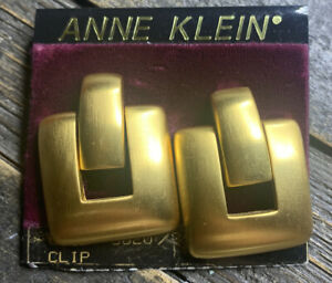 Vintage ANNE KLEIN Brushed Gold Tone Chunky Clip On Earrings On Card