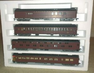 AHM Rivarossi HO 1920's Lehigh Valley Rare Red 'A' Set with Interiors. Mint!