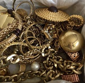 UnTested WEARABLE VInTAGE Mod Estate 1-2+ LB Lot Bundle Jewelry Gold Tone Chain