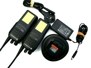 MOTOROLA GP340 UHF TWO WAY RADIOS WALKIE TALKIES SECURITY CONSTRUCTION RETAIL