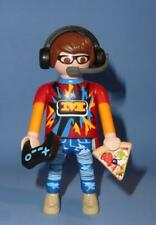 Playmobil Teenager Gamer Remote & Pizza   Series 17 Figure NEW RELEASE 70242