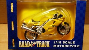 MAISTO Road & Track - 1/18 Scale Motorcycle Yellow Triumph Daytona 955i replica