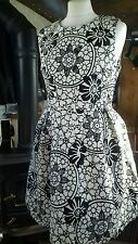 Ladies fit flare lined party dress above knee black/off white 10 nwot