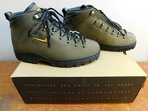 Vintage Nike Women's Air Gimli Leather Hiking Boot Size 9 Waterproof ACG NOS