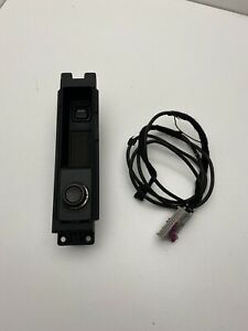 GENUINE AUDI  A3 8P OR A4 B7 AUXILLARY IN SOCKET AUX  WITH CONNECTOR 8J0035475