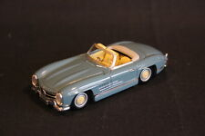 Vanguards Mercedes-Benz 300 SL 1:43 Light Blue Creme (JS)