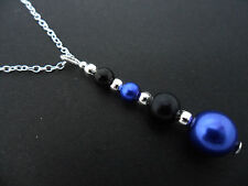 A BLUE & BLACK GLASS PEARL  SILVER PLATED PENDANT NECKLACE. NEW.