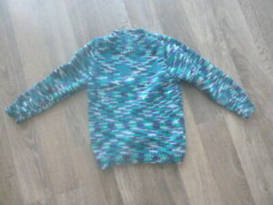 Beautiful Pure Wool Hand knitted Boy's Jumper Sweater As New Size 3