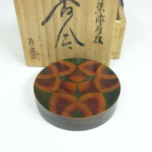 D1486: Japanese lacquer ware incense case with rare MAKIE of good pattern