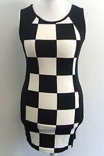 Black & White Bodycon Mini Dress Medium / Large box73 76 Q
