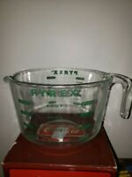 VINTAGE PYREX  8 CUP / 2 QUART GLASS MEASURING MIXING BOWL CUP GREEN LETTERS