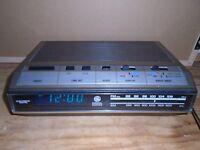 Vintage GE Clock Radio 7-4643A - Read Descriptions