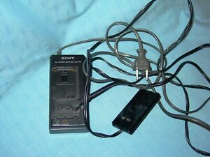 Sony  AC   Power Adapter  AC-V 30 MIT  NETZKUPPLER