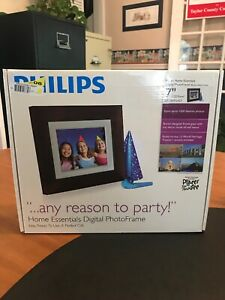 "Philips Home Essentials 7"" Digital PhotoFrame Brown Wood SPF3407D/G7 NEW"