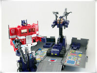 Transformers Generation 1 - Autobot Commander Optimus Prime  G1 Action Figure