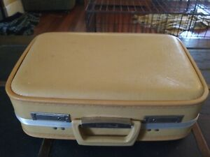 """Old Vintage Small Suitcase Unbranded - Yellow - 17"""" x 12'"""" x 5"""""""