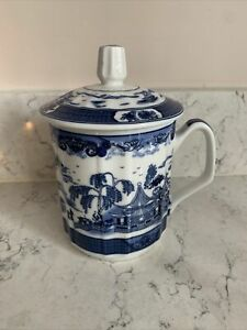 Chinese Porcelain Lidded Mug - Blue and White - Old  Willow Landscape Pattern