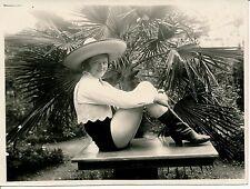 Femme c. 1930 - Sexy Chapeau Bottes Short - AN 34