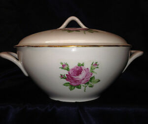 KAHLA KONITZ GERMANY TUREEN WITH LID GOLD TRIM WHITE WITH PINK FLOWERS ROSES