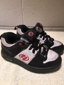 Youth boys Black/White HEELYS skate shoes Size 1 ---AL7