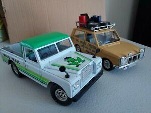 2 x Burago 1:24 scale classics - Range Rover and Land Rover