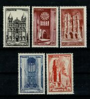 FRANCE 1944 Cathédrales  n° 663 à 667 Neufs ★★ luxe / MNH   [A5]