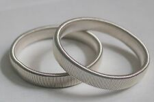 PAIR  SILVER UNISEX VINTAGE STYLE SHIRT SLEEVE HOLDERS ARMBANDS STRETCH METAL