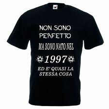 T-shirt bianca o nera UOMO scritta NON SONO PERFETTO MA SONO NATO 1997 eta' 20
