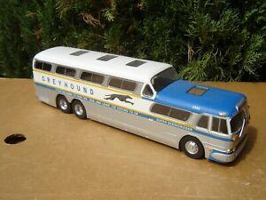 HACHETTE / IXO: CAR / BUS GREYHOUND SCENICRUISER  Echelle 1/43
