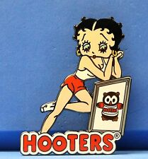 HOOTERS RESTAURANT BETTY BOOP IN UNIFORM DREAMING HOOTIE PICTURE LAPEL PIN