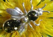 BALTIC AMBER AND SILVER BEE BROOCH SIZE 20 BY 15 MM color green