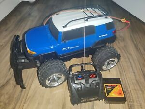 New Bright Toyota FJ Cruiser Electric R/C Crawler Car With Remote & Battery Pack