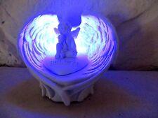 Engel in Flügeln auf Herz Dekoration mit LED  CHE 64