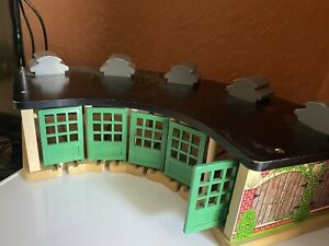 Thomas The Train Sodor Wooden Track Tidmouth Station Roundhouse Engine Shed