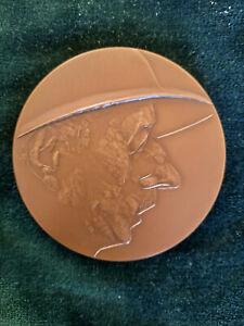 """Médaille Général de Gaulle Brazzaville casque colonial """"la case de Gaulle"""""""