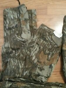 Realtree 6 pocket cargo pants. 42 x 34, 40 x 34, 38 x 34, NWOT. USA made
