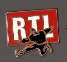 Pin's RTL (signé Decat Paris)