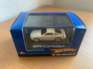 Hot Wheels 1:87 scale 2005 Ford Mustang GT ~ diecast (white)