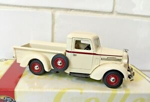 Matchbox YTC04 1939 REO Speed Delivery Vehicle Pickup, Boxed, 1:43, Cream