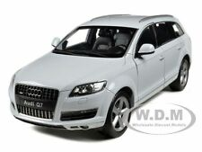AUDI Q7 WHITE 1:18 DIECAST MODEL CAR BY WELLY 18032