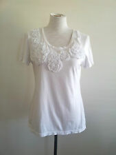 Gordon Smith size M white cotton short sleeve tee, scoop neck & floral applique