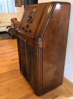 Sweet 1938 PHILCO Model 38-3 Slant Front Console Floor Radio