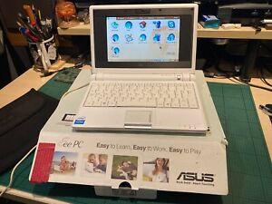 "ASUS Eee PC 4G 7"" (4 GB, Intel Celeron M, 900 MHz, 512 MB)."