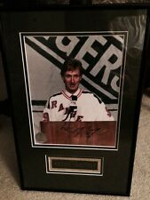 HOCKEY LEGEND WAYNE GRETZKY FRAMED AUTOGRAPHED PHOTO  WITH AUTHENTIFICATION