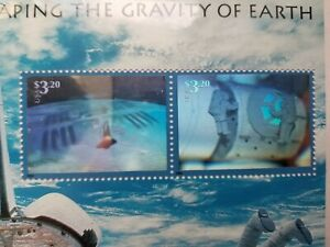 US 2000 Space Hologram Escaping Gravity of Earth Sheet 2 stamps Factory Sealed