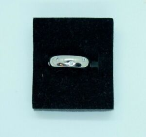 Vintage 18ct white gold Diamond eternity style ring. Size I 1/2.
