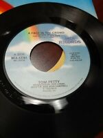 45 Record Tom Petty Face in the Crowd/A Mind with.. Very Good Free Shipping